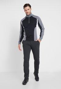 Callaway - BLOCKED TECHNICAL BASE LAYER - T-shirt de sport - caviar - 1