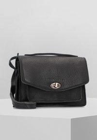 Cowboysbag - Handtasche - black - 0