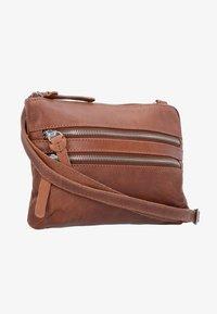 Cowboysbag - COWBOYSBAG BAG TIVERTON UMHÄNGETASCHE LEDER 24 CM - Umhängetasche - cognac - 1