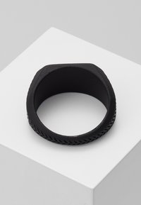 Icon Brand - HERRING BONE SIGNET - Anello - black - 2