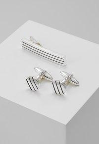 Icon Brand - PINSTRIPE TIE BAR AND CUFFLINK SET - Manchetknapper - silver-coloured - 0
