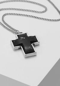 Icon Brand - STONED CROSS NECKLACE - Kaulakoru - black - 4