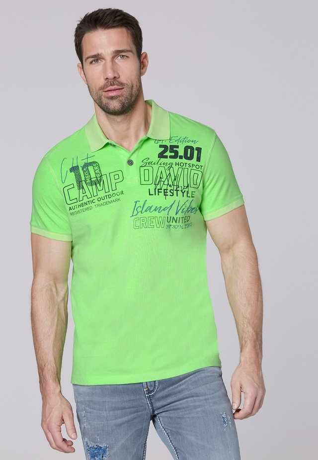 MIT LABEL-APPLIKATIONEN - Polo shirt - neon green