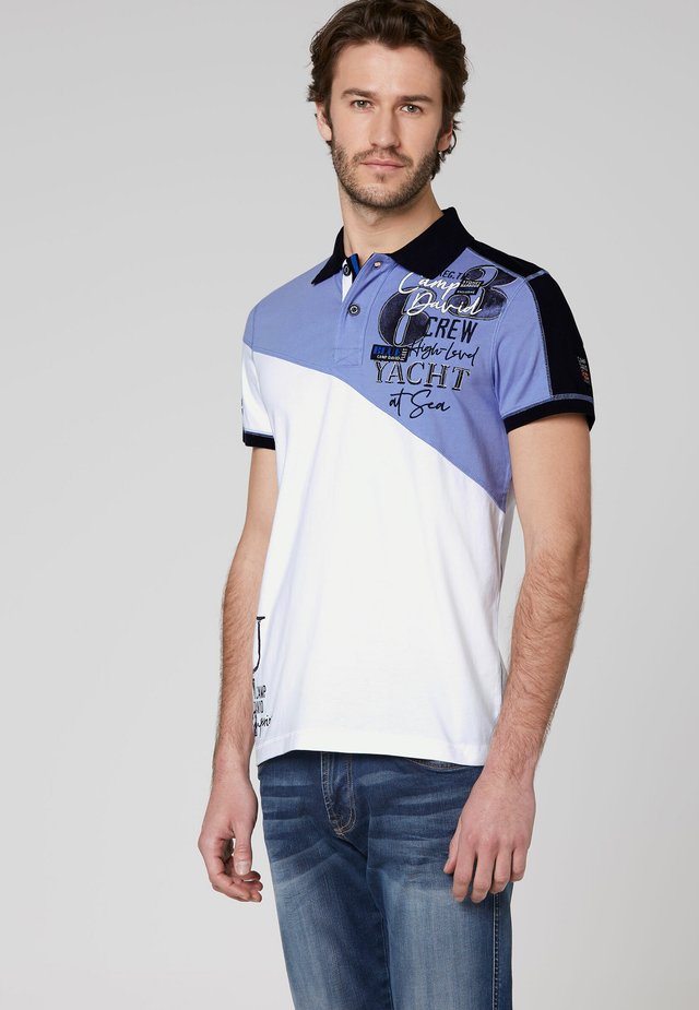 MIT COLOUR-BLOCKING UND ARTWORKS - Polo shirt - opticwhite
