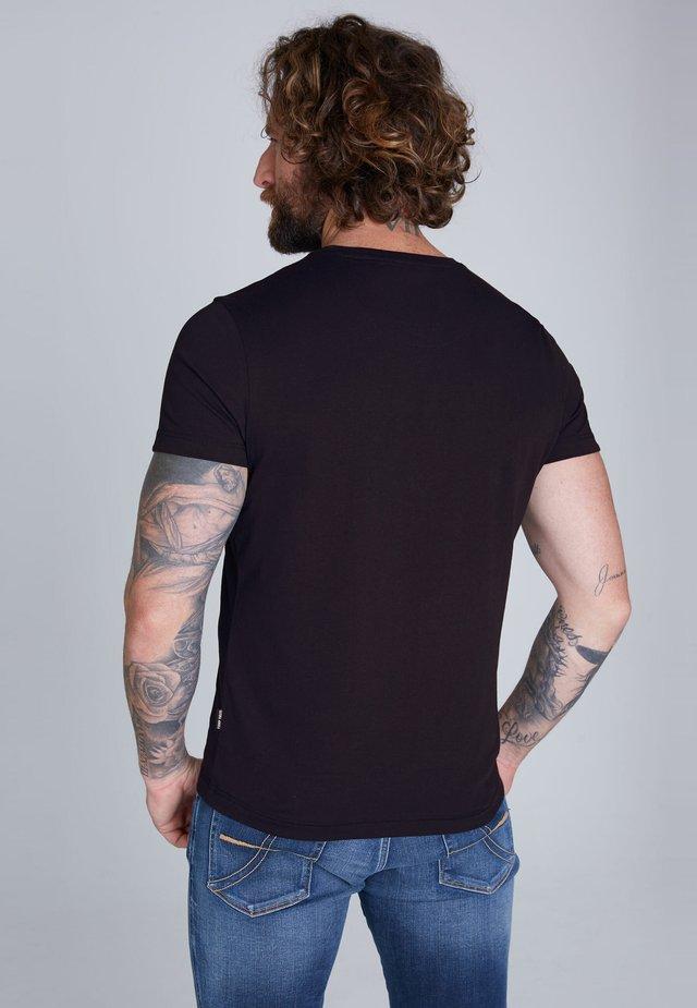 MIT LOGO-STICKEREI - Print T-shirt - blue navy