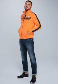 Camp David - Zip-up hoodie - neon fire - 1