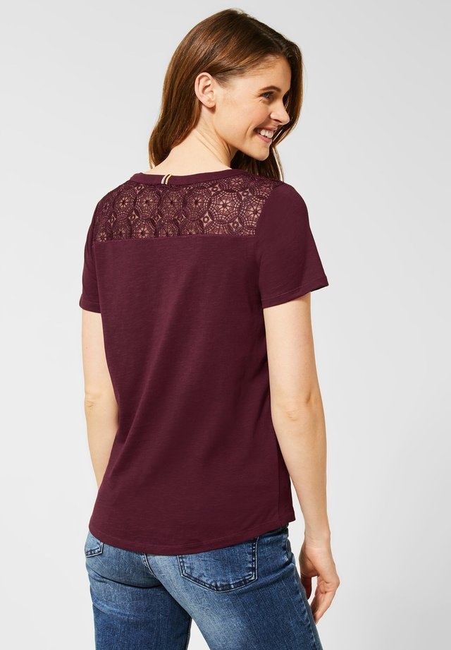 MIT SPITZE - Blouse - rot