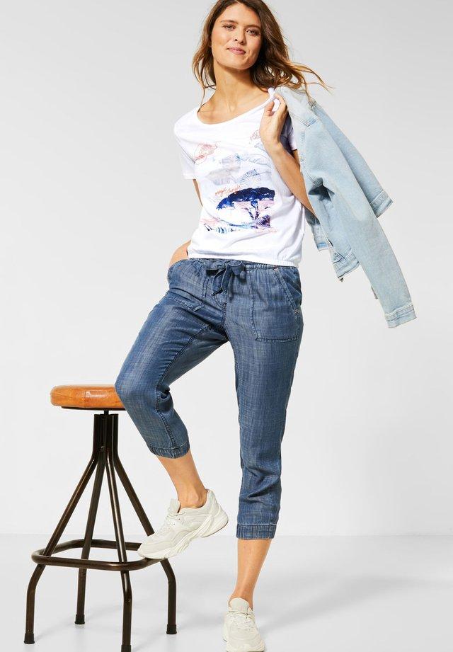 MIT DSCHUNGELMUSTER - T-Shirt print - weiß