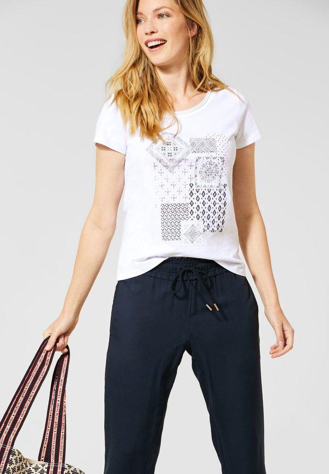 MIT ETHNO-PRINT - T-Shirt print - weiß