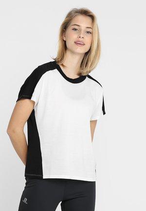 KINETICA CREWE - Print T-shirt - snow/black
