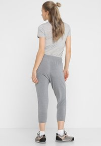 Icebreaker - MOMENTUM PANTS - Tracksuit bottoms - fossil/snow heather - 2