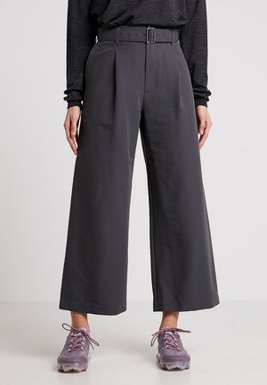 TABI SHIELD CROPPED PANTS - Pantalones montañeros largos - monsoon