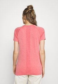 Icebreaker - MOTION SEAMLESS CREWE - Basic T-shirt - red - 2