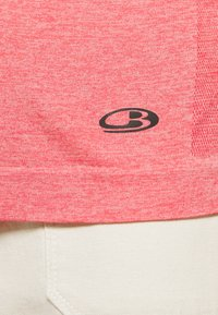 Icebreaker - MOTION SEAMLESS CREWE - Basic T-shirt - red - 5