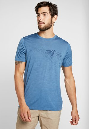 MENS TECH LITE CREWE PEAK IN REACH - Print T-shirt - petrol