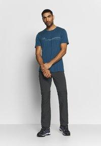 Icebreaker - TECH LITE CREWE CADENCE PATHS - T-shirts print - estate blue - 1