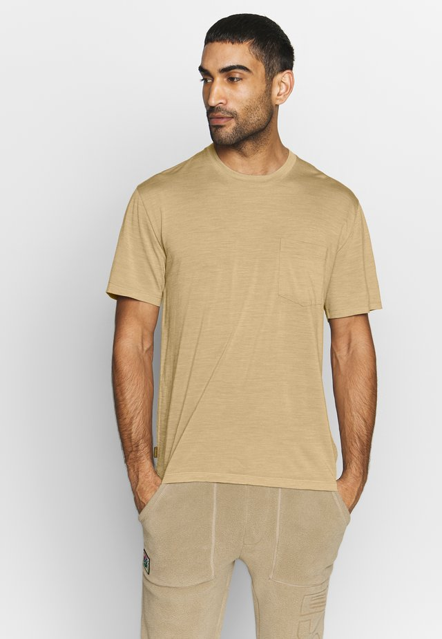 NATURE DYE DRAYDEN POCKET CREWE - T-Shirt basic - almond