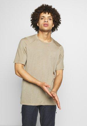 NATURE DYE GALEN  - T-shirt - bas - almond