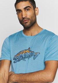 Icebreaker - TECH LITE CREWE TETONS SALMON - T-shirts print - waterfall - 4