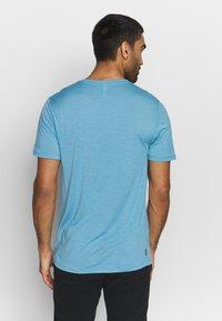 Icebreaker - TECH LITE CREWE TETONS SALMON - T-shirts print - waterfall - 2