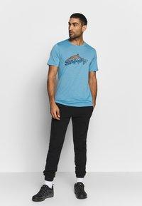 Icebreaker - TECH LITE CREWE TETONS SALMON - T-shirts print - waterfall - 1