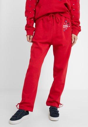 Teplákové kalhoty - red