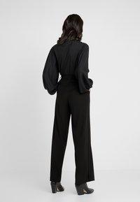 Opening Ceremony - SIDE SLIT PANT - Pantaloni - black - 2