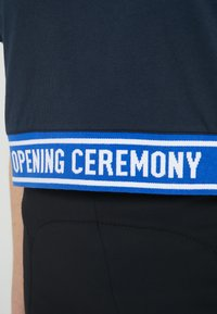 Opening Ceremony - CROPPED LOGO TEE - T-shirts print - collegiate navy - 5