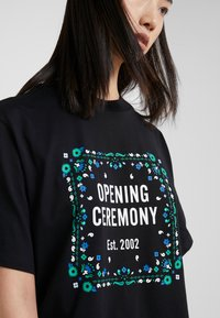Opening Ceremony - BANDANA BOX TEE - T-shirts print - black