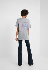 Opening Ceremony - OMBRE BOX LOGO TEE - T-Shirt print - heather grey - 2