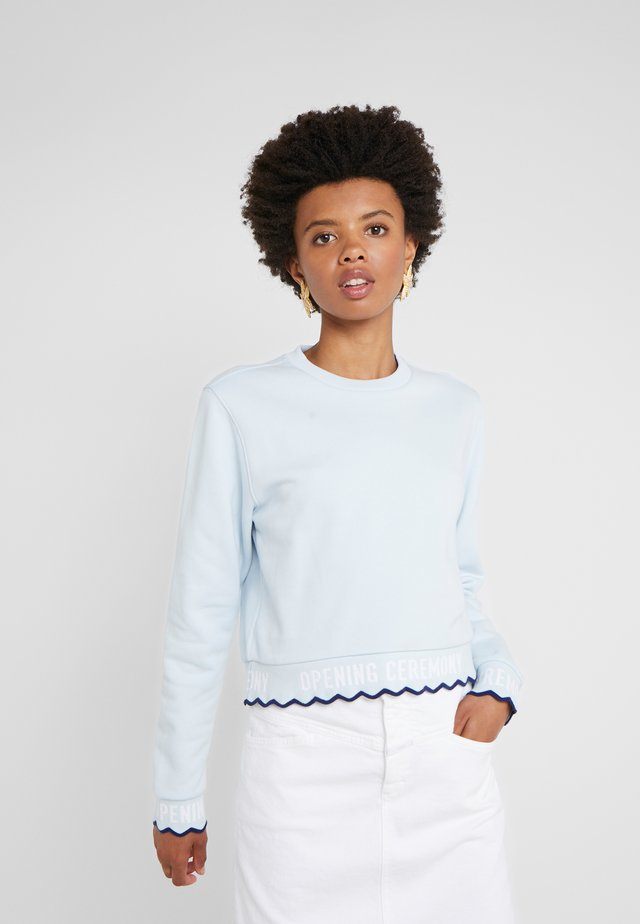 SCALLOP LOGO CROP - Sweatshirts - dust blue
