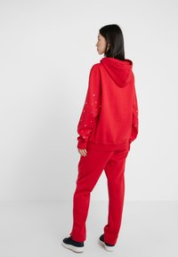 Opening Ceremony - BANDANA BOX HOODIE - Bluza z kapturem - red - 2