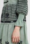 CECILIE copenhagen - HOLLOW DRESS - Robe d'été - green/black