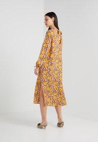 CECILIE copenhagen - SANTENA DRESS - Robe longue - amber - 2