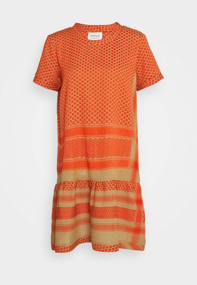 DRESS - Korte jurk - orange