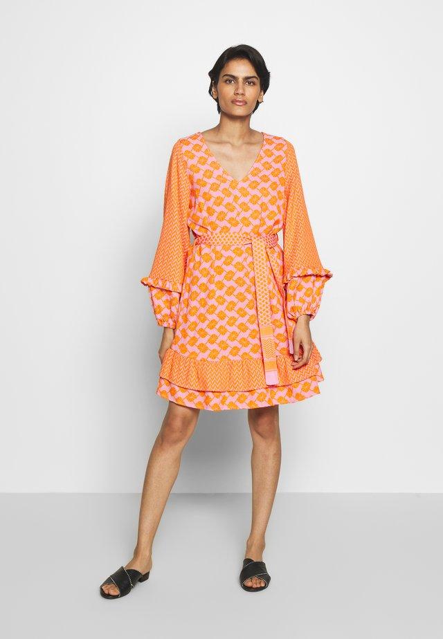 LIV - Sukienka letnia - tangerine