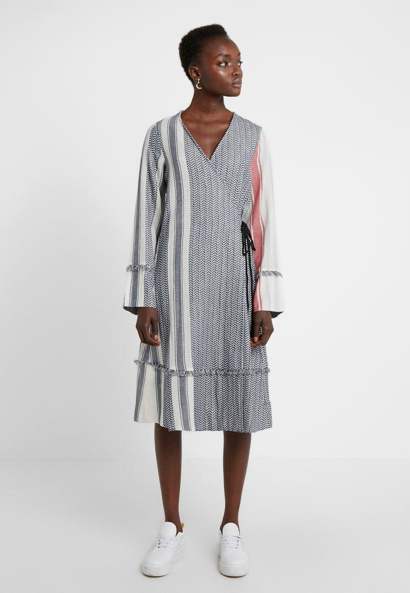 CECILIE copenhagen - FADE DRESS - Vardagsklänning - grey