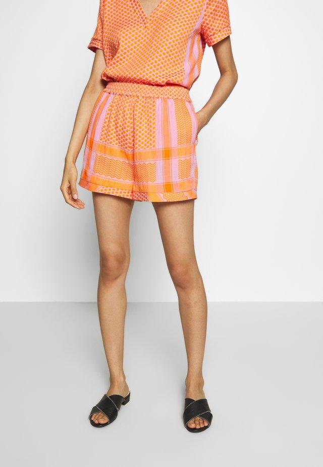 BASIC - Shorts - tangerine