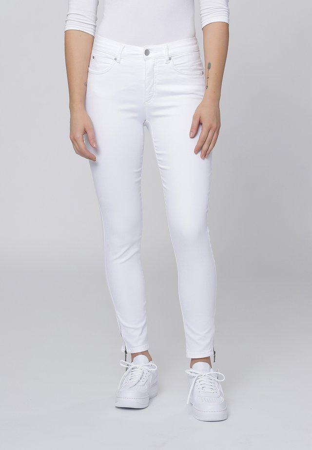 CERO & ETAGE PANTS - Slim fit jeans - white