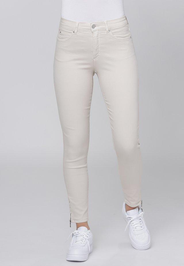 CERO & ETAGE PANTS - Slim fit jeans - sand
