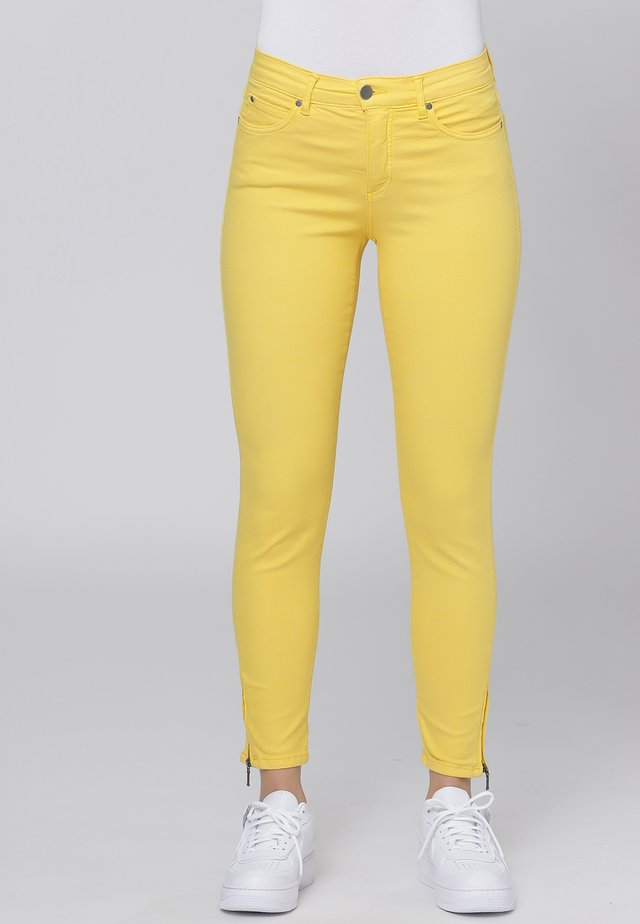 CERO & ETAGE PANTS - Slim fit -farkut - yellow