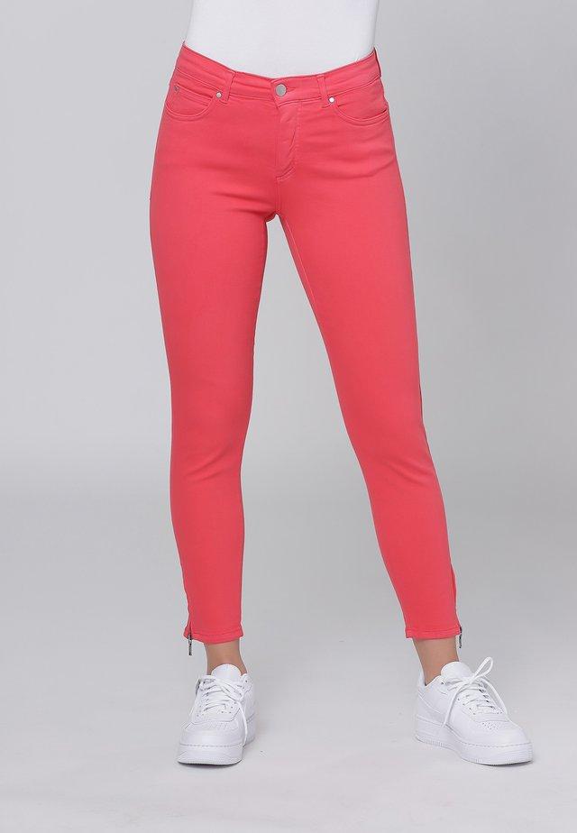 CERO & ETAGE PANTS - Slim fit jeans - melon
