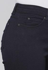 Cero & Etage - CERO & ETAGE PANTS - Jeans slim fit - dark blue - 3
