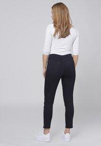 Cero & Etage - CERO & ETAGE PANTS - Jeans slim fit - dark blue - 1