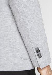 CELIO - NUPIK - Veste de costume - gris clair - 4