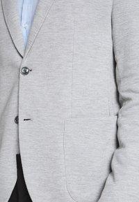 CELIO - NUPIK - Veste de costume - gris clair - 6