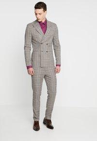 CELIO - MASANTAL - Camicia elegante - framboise - 1