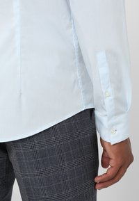 CELIO - MASANTAL - Camicia elegante - bleu ciel - 3