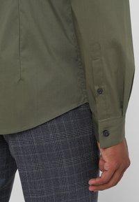 CELIO - MASANTAL - Camicia elegante - kaki - 3