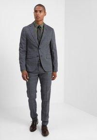 CELIO - MASANTAL - Camicia elegante - kaki - 1
